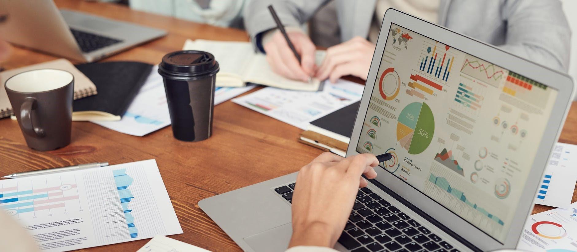karakteristik laporan keuangan