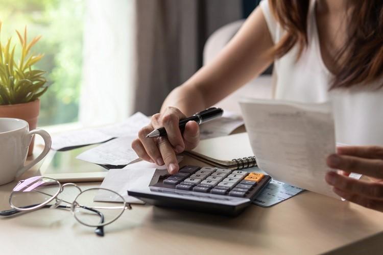 Cara menghitung pengenaan biaya provisi